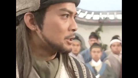聚贤庄的英雄们惹怒了乔峰,乔峰使出绝学力克中原高手,精彩