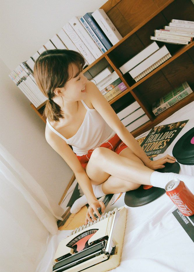 娇巧运动服美女日系风格清纯户外摄影写真集