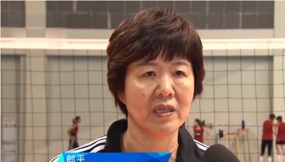 郎平带13人训练!暗示女排世界杯名单只剩1席,她将成幸运儿?