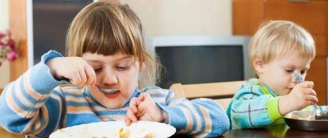 当宝宝消化不良时,不要给宝宝吃这些食物,否则只会越来越糟。