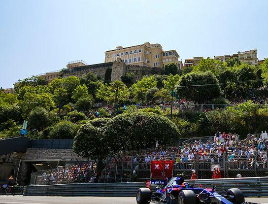 F1是赛车中的顶级赛事,赛车造价很昂贵,为F1点赞