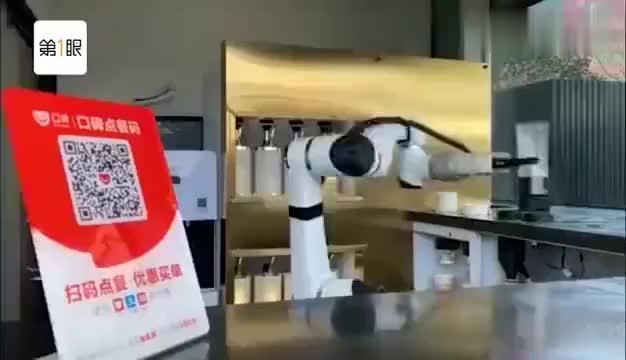 两分钟炒菜出锅烹饪机器人现身上海发挥稳定