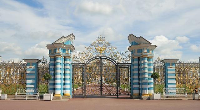 叶宫花园真太大,带着英式园林风格,蜿蜒的小径,厚密茂盛的草地