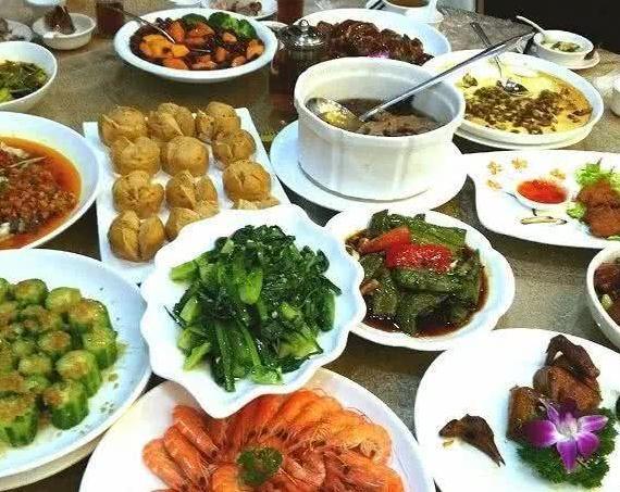 如果东北人请客,四川人请客,新疆人请客,你最想去的是哪一个?