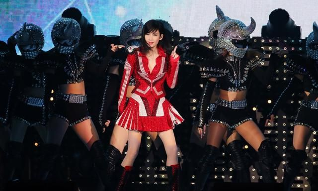 周慧敏出道30周年演唱会在台北小巨蛋举行
