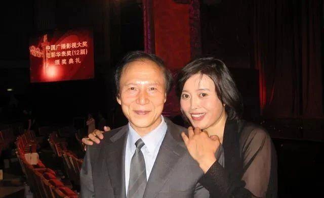 60岁丁嘉丽婚姻坎坷,5年离婚2次有阴影,今孤身一人吃斋念佛
