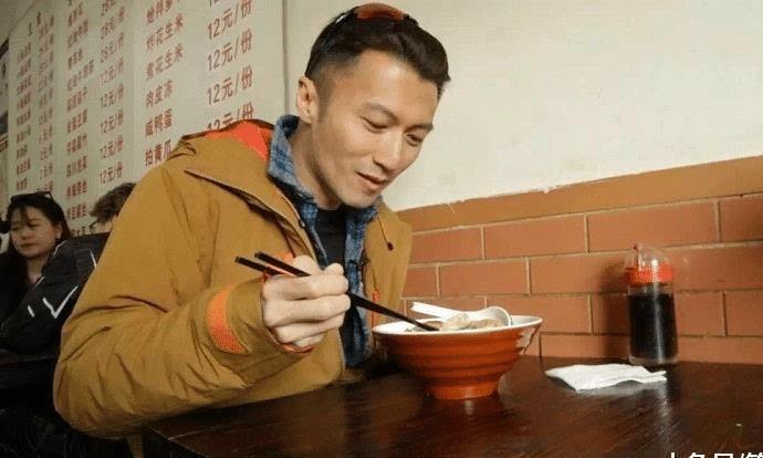 """谢霆锋的""""锋味面馆"""",一碗牛肉面几十块,果然是明星面馆"""