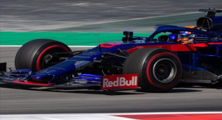 红牛F1赛车,经典造型,领悟赛车精神,吸引人眼球