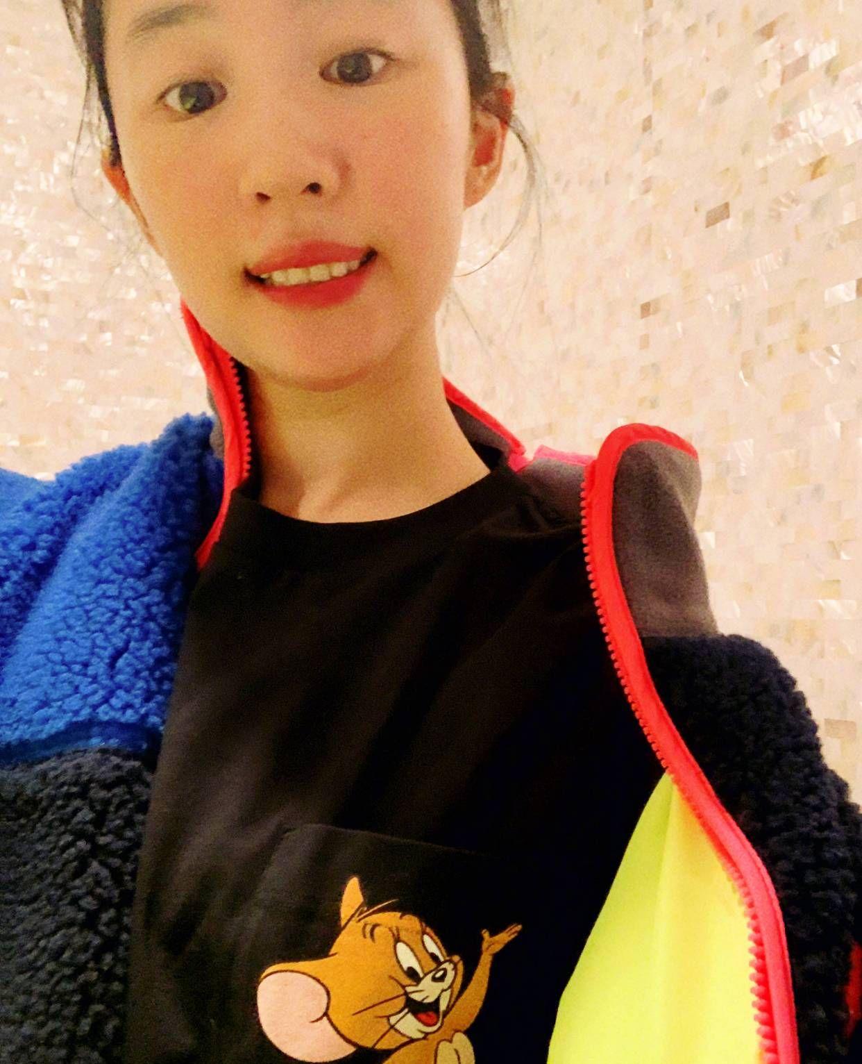 """""""神仙姐姐""""刘亦菲褪去婴儿肥,秒变健身达人,马甲线清晰可见"""