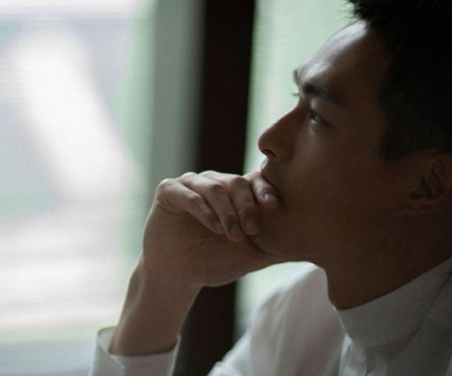 杨佑宁儒雅帅气图片,阳刚的形象,举手投足间尽展成熟男人魅力