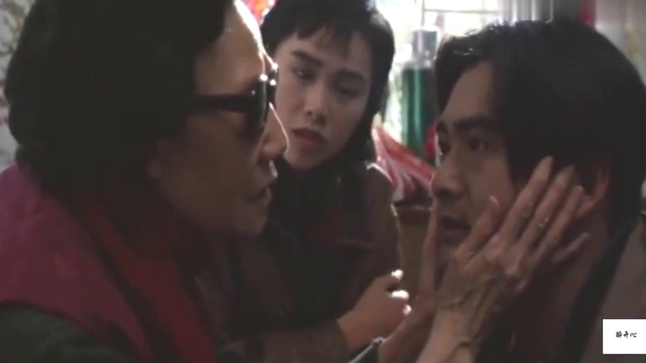 美女带小伙回家看奶奶,不想奶奶一眼看穿小伙是2197岁的秦朝人