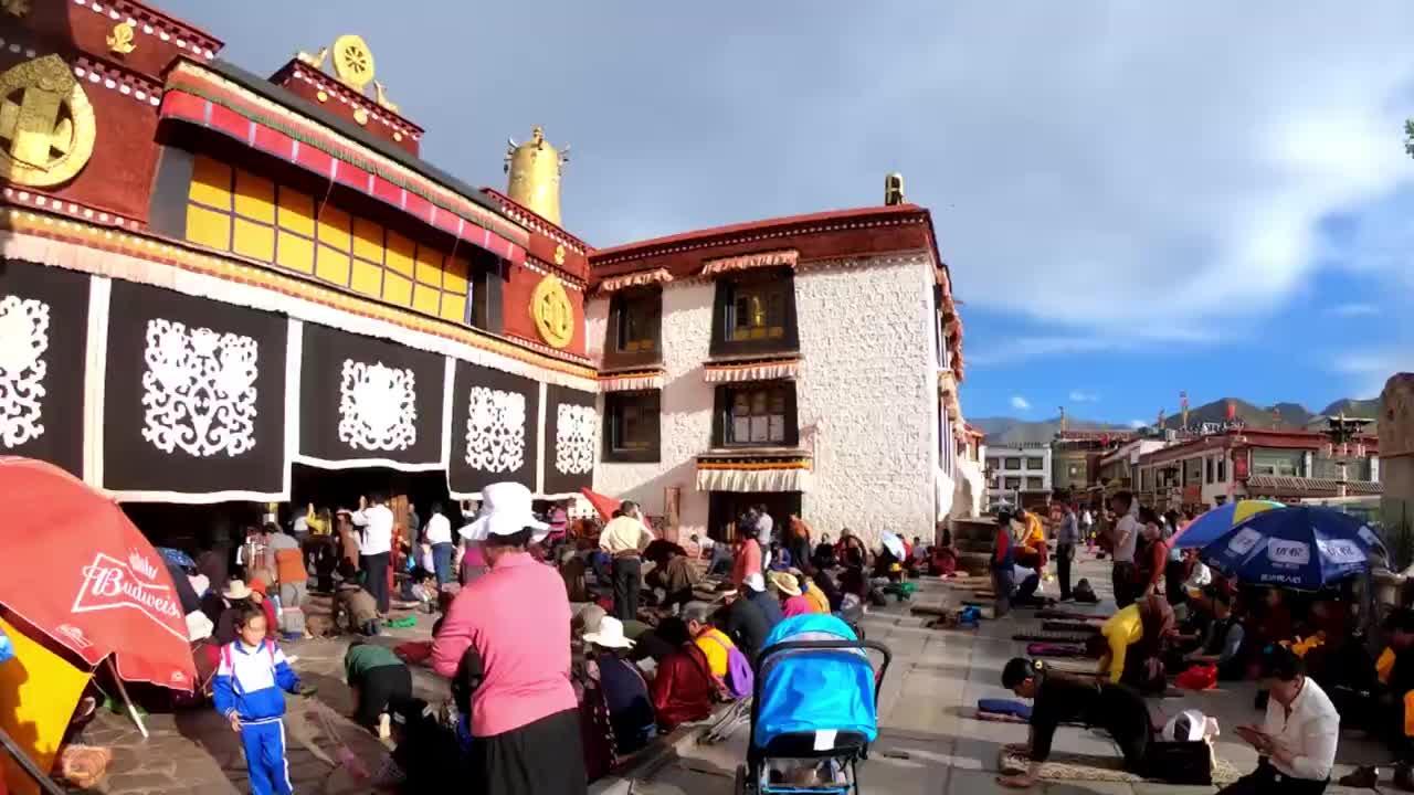 小伙说西藏是离天最近的地方一个缺氧但不从缺信仰的地方