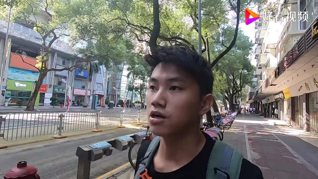 实拍深圳中英街以界碑石为界一边是深圳一边是香港