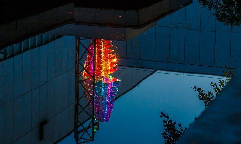 俄罗斯艺术家Victor Polyakov创造的大型艺术灯光装置