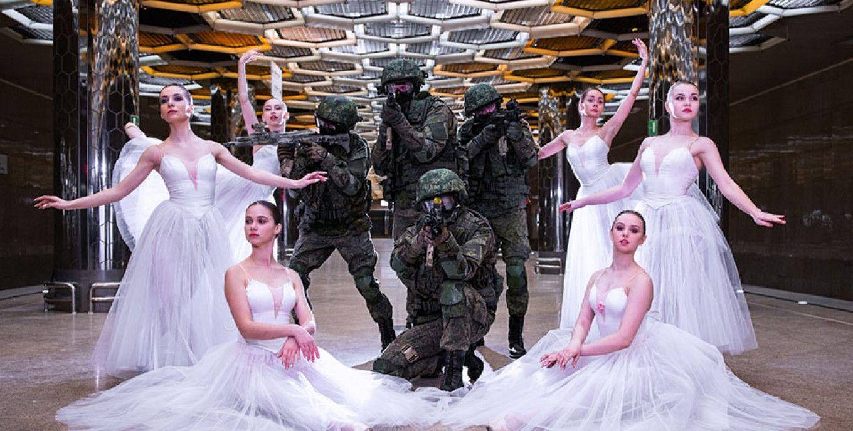惊艳芭蕾舞美女,联手战斗民族剽悍大兵,三八节上演美女与野兽!