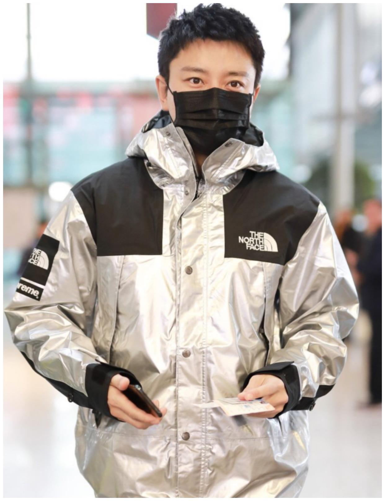 35岁贾乃亮走机场,穿亮面冲锋衣帅气有型,离了婚状态更好了呢!