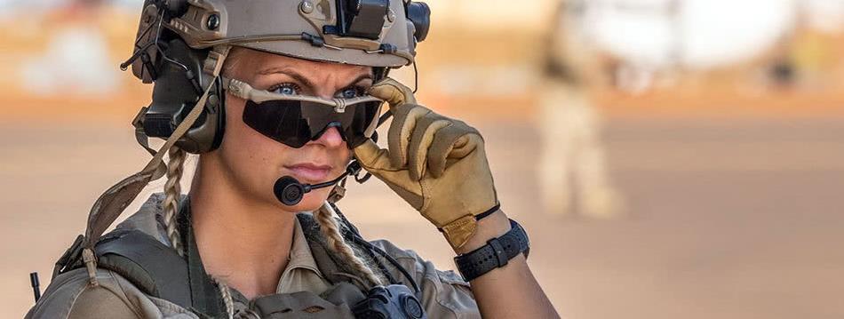 驻马里的挪威特种部队 维护空军基地安全 女兵同样战斗在第一线