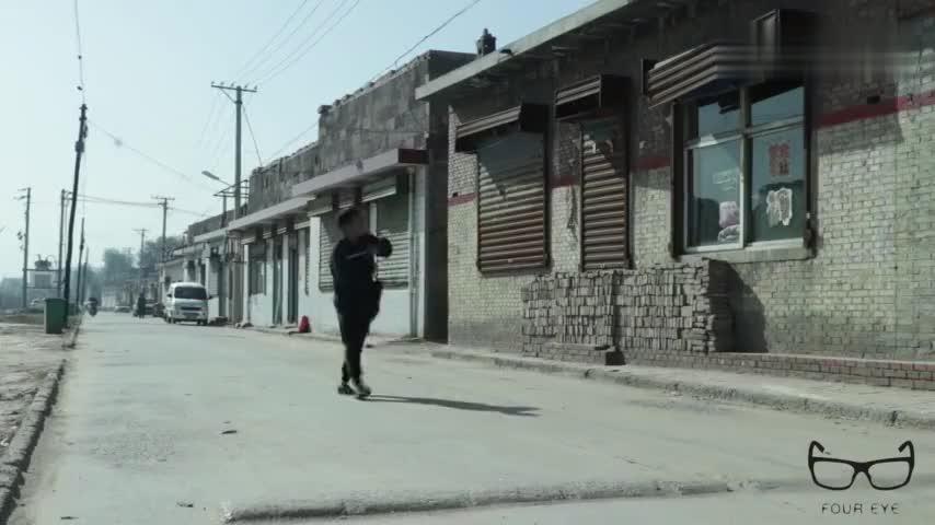 段子老板低调回村结果村民误以为破产又送旧衣服又送干吃面