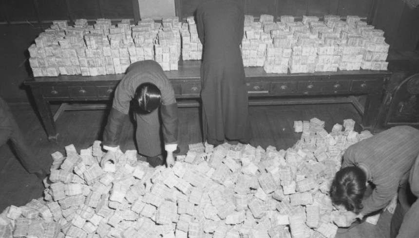 罕见照片:1948年国军控制区钱币严重贬值,图2货币兑换比例惊人