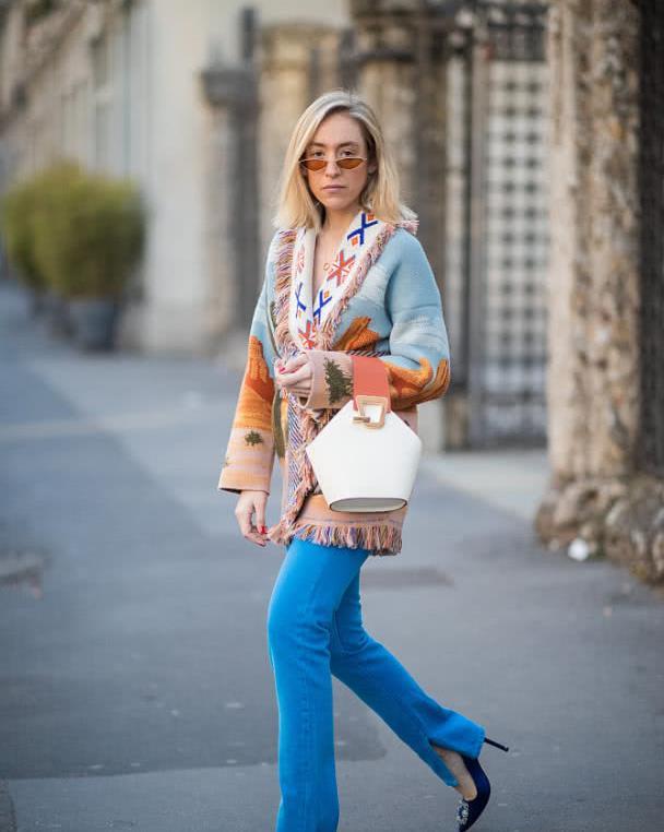 修身毛衣早就过时了,冬末春初穿慵懒风宽松时尚,裙装裤装都能配