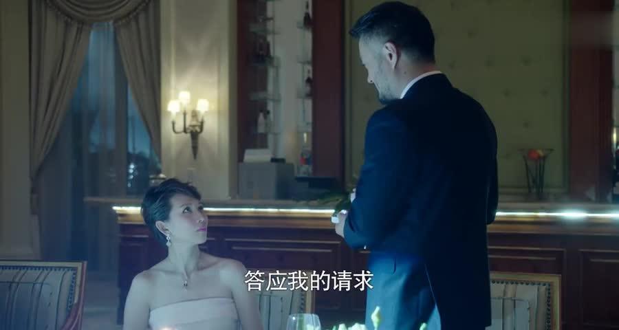 见女总裁被求婚,小伙狼狈逃回家,哪知霸道女总裁后脚就追进家门