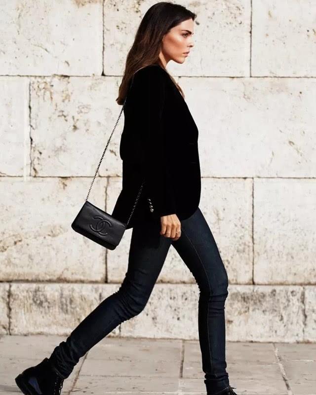 """小黑裤+短靴,冬季的""""王炸组合""""!有款又有型"""