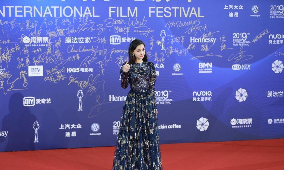 北影节开幕式红毯星光璀璨,Angelababy迪丽热巴同场斗艳