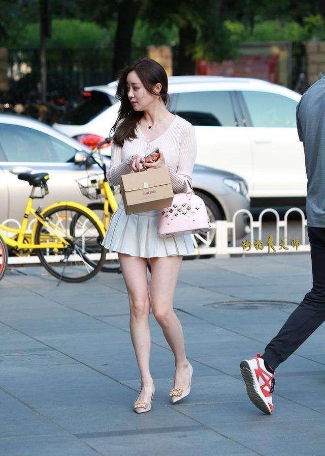 街拍:好身材高颜值的美女们