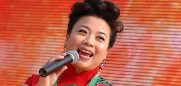 李谷一的干女儿张也,婚姻坎坷,51岁无儿女独身一人!