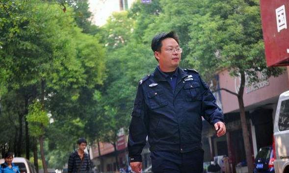 他是湖南理科状元,考入清华,最后却是一名保安,网友:大材小用