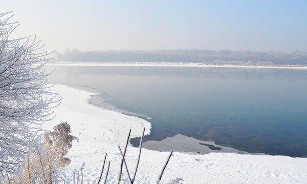 迷人的松花江之畔,是冬季冰城一道永不落幕的风景