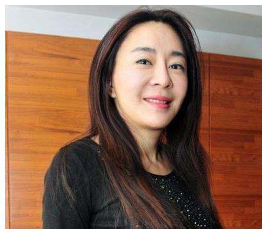 刘德华与她同居3年,转身却娶了朱丽倩,抑郁十年被传嫁华仔替身
