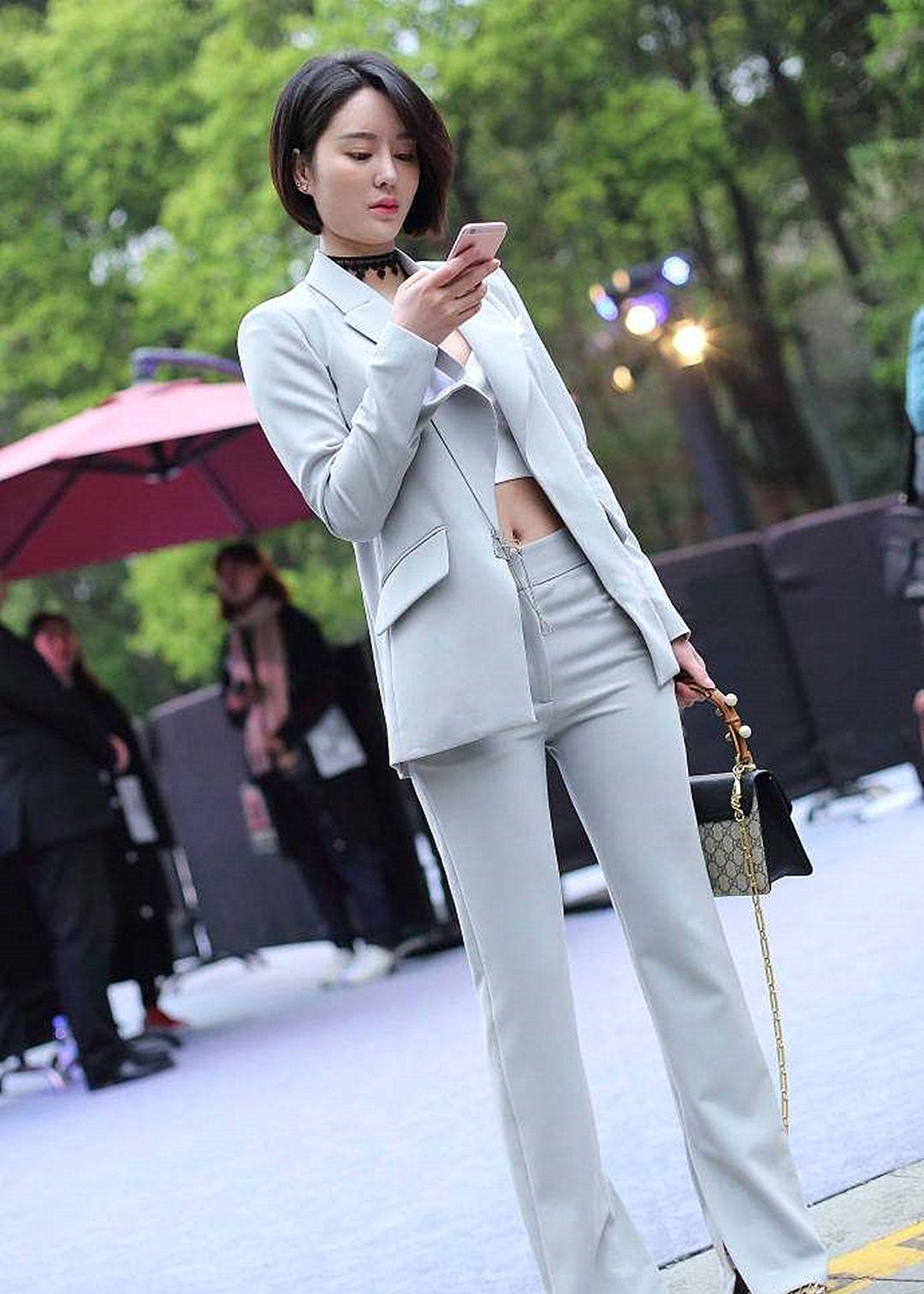 曾是王思聪女友,今参加英国皇家赛马会,穿小白裙戴礼帽优雅迷人