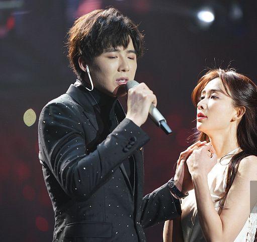 跨年演唱会:林志玲热舞秀大白腿,和刘宇宁牵手献唱!图片