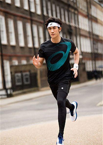 李治廷任ASICS大中华区代言人,穿运动衣迈两米大长腿帅气开跑