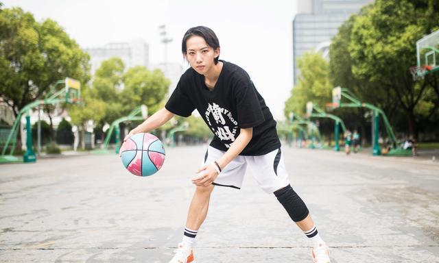 女孩子通过《灌篮2》成一股清流艾林篮球不止是男孩的运动