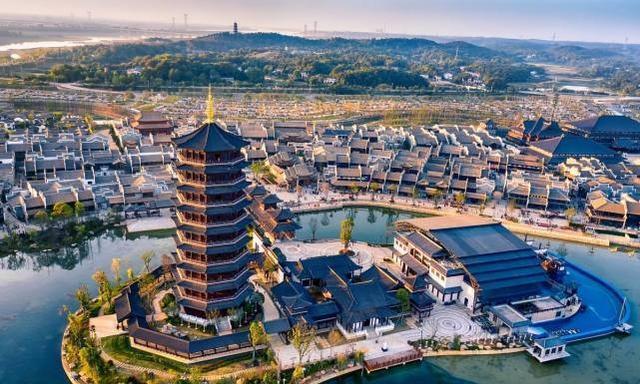 长沙铜官窑古镇,投资超过100亿元,建筑面积达110万平方米