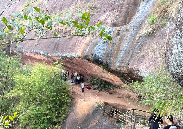 梧州是广西的地质博物馆,这里已经形成了独特的自然景观