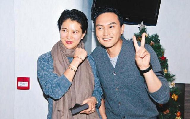 """花50万和袁咏仪谈恋爱,他被赞""""地产神童"""",破产后在东莞离世"""