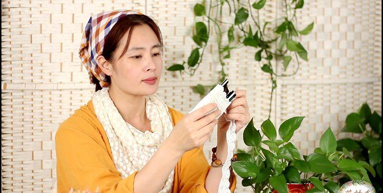 美女热爱缝纫拼布DIY:50公分蓝格子布头,做出两条手工小围巾