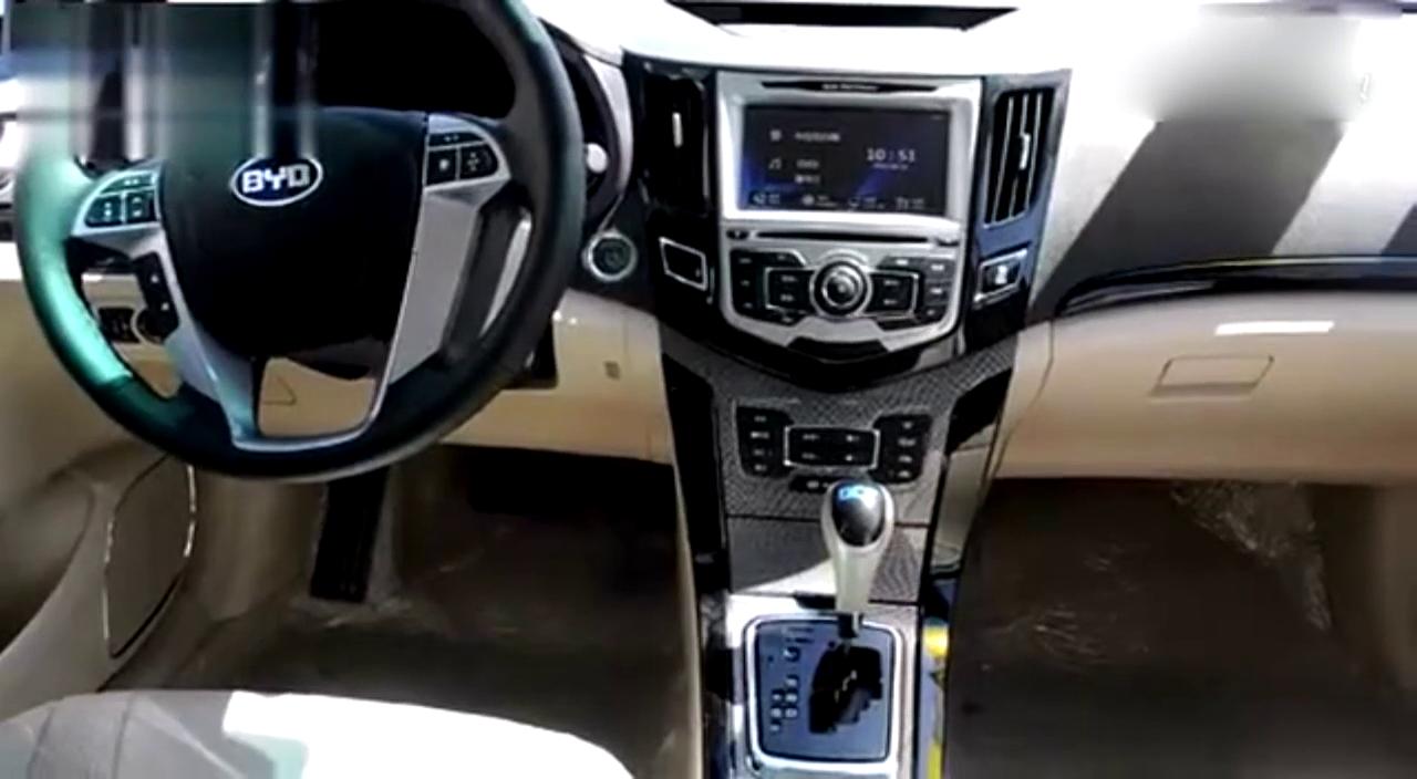 视频:比亚迪速锐遥控驾驶  超大遥控车