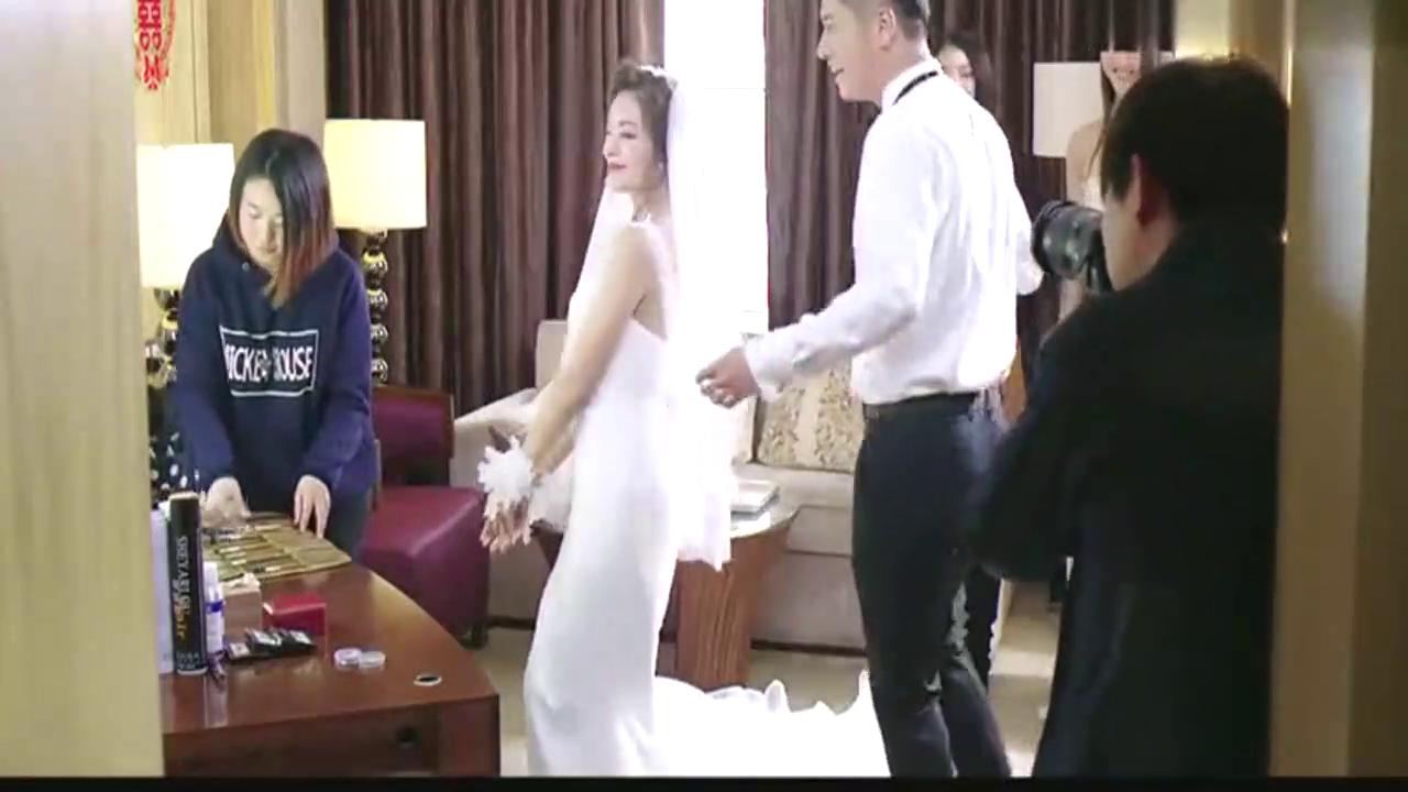 婚礼上男子告诉新娘,情敌的婚礼举办的惨不忍睹,把新娘子乐坏了