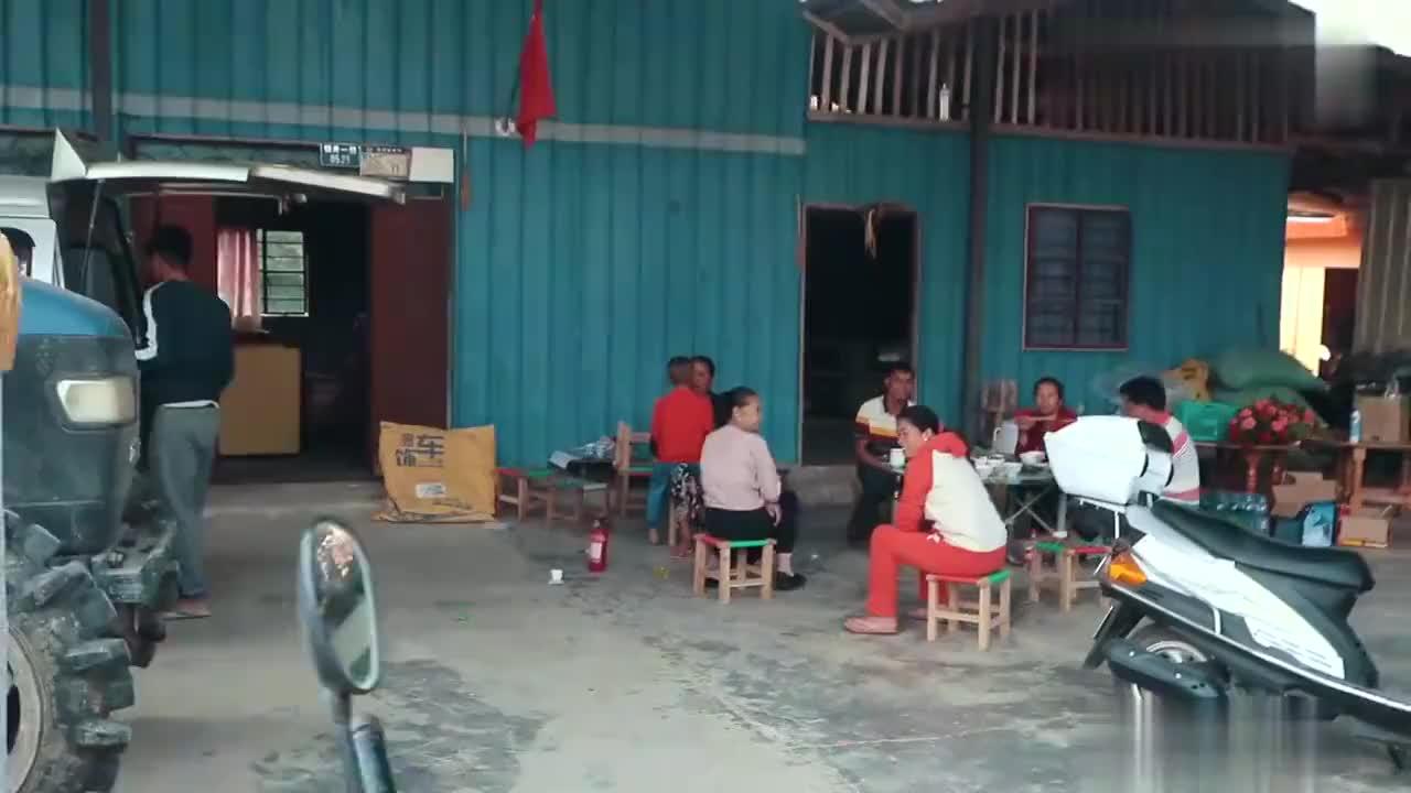 建在云南中缅边境的小学由于中国教育好缅甸学生都来中国留学