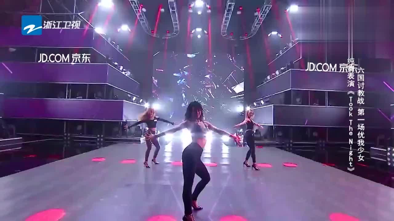 优我少女演绎舞蹈秀一身黑色服装加性感舞姿让人目不转睛