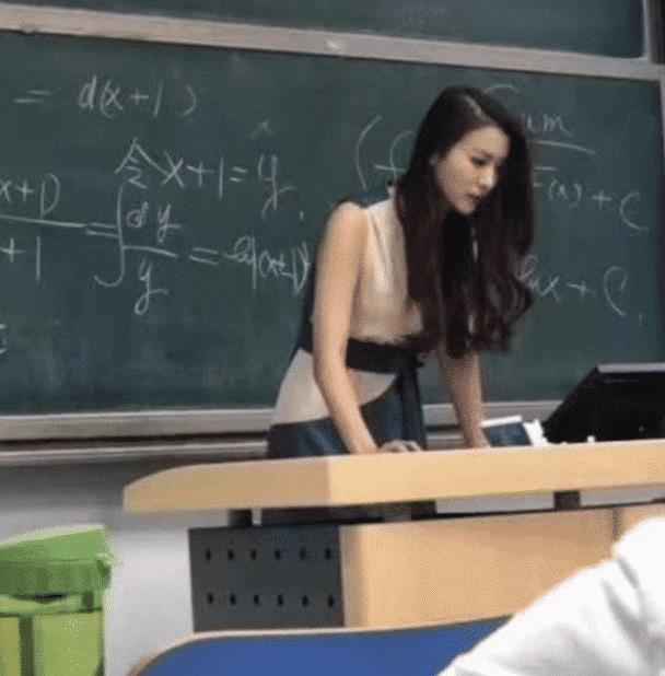 """""""北科大""""美女老师因高颜值火了,撞脸金喜善,学生抢着来蹭课!"""