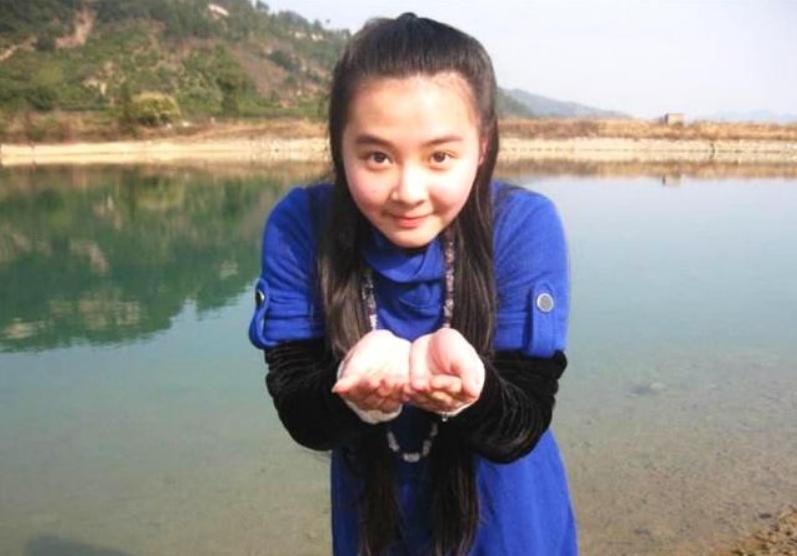 她小时候比杨紫还红,巅峰时期去读书,如今越长越漂亮