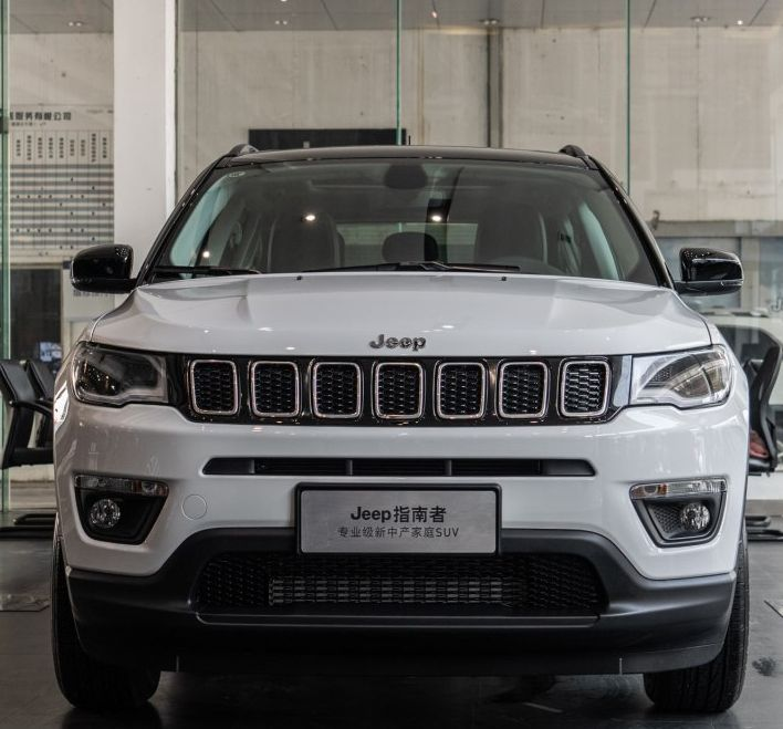 Jeep指南者:车型设计简洁大方,有视觉冲击力