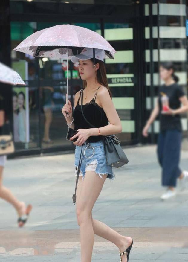 街拍:图1吊带青春靓丽,图3小礼服优雅,图7开叉裙有点小傲娇