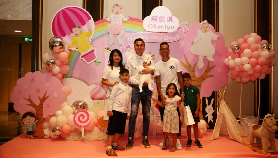 广州富力俱乐部球员程月磊为女儿举办百日宴,扎哈维等队友参加