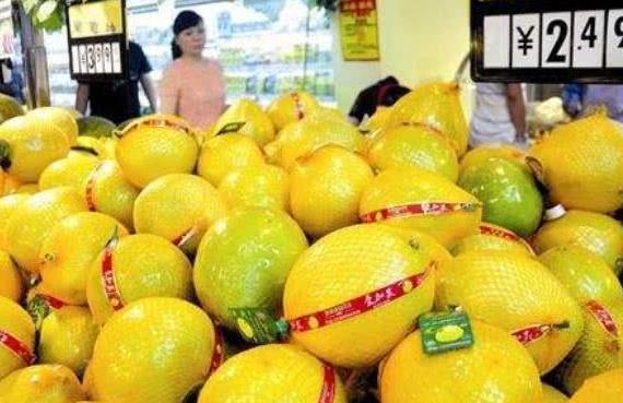 买柚子,选尖的还是圆的?记住3点,挑的个个汁多味甜